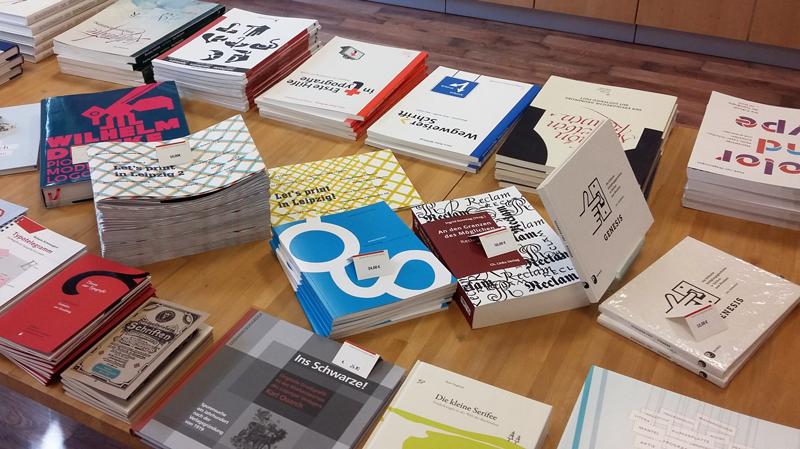 Das-kleine-g, Typografie, Annett Riechert, Buechertisch_DKM, 2019